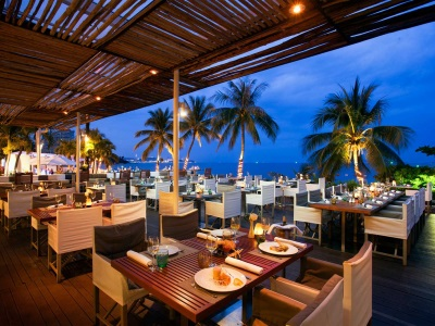 Beach and fresh sea breeze scents and aromas will help your diners relax into the right mood.